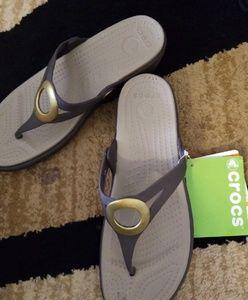 New! Croc Sanrah flip flops